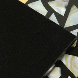 シェルコースター6枚セット(ケース付・モザイク大)の裏面は、布張りになっています!