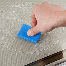 IHlクッキングヒーター ガラストップ専用クリーナーセットがあれば、いつもピカピカに保てます。