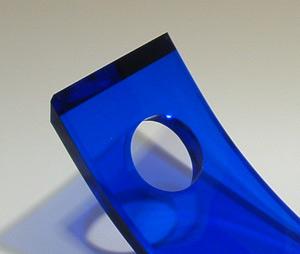 透明感の高いアクリル素材