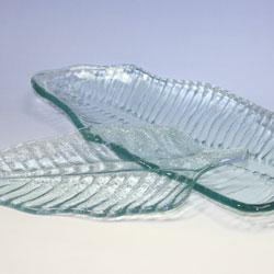バリガラス製ガラスプレート(バナナリーフ)小サイズが大・小あります。