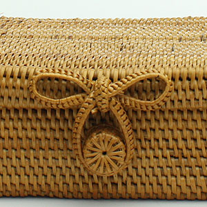 アタ製カトラリーケース・バスケット(フタ付き)は、編みこみが丁寧。