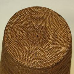 バリ・アタ製ダストボックス(ごみ箱)きれいな円を描いています。