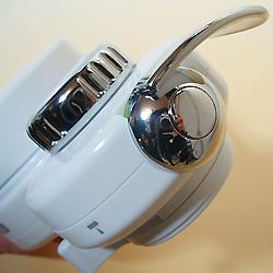 高性能薄型浄水器 クリピーレフィノの切り替えレバー。