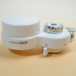 高性能薄型浄水器 クリピーレフィノの全面。