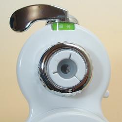 高性能薄型浄水器 クリピーレフィノの上部。
