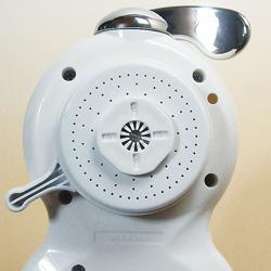 高性能薄型浄水器 クリピーレフィノの放水面。
