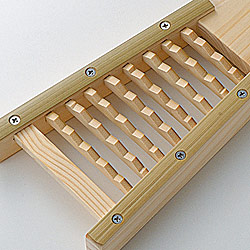 竹製鬼おろし器はしっかりとしたつくりになっています。