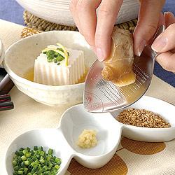 おさかな型お薬味おろし(ミニおろし金)は、カンタン手軽に使えます♪