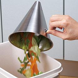 ステンレス製・三角コーナーポット(円錐)には、取っ手まで付いています。中身はそのままゴミ箱へポイっ!