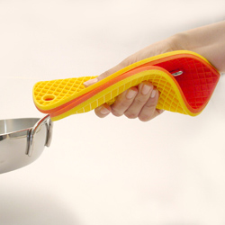 シリコーンハート型鍋敷きはシリコーン製。