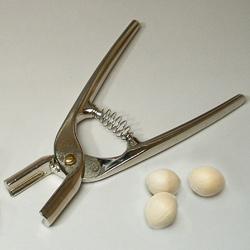 ぎんなんくんを使えば銀杏の殻割りも楽々。
