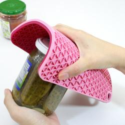 シリコン製グリッド鍋敷き (ラズベリーピンク/ピンク)は、缶あけにも大活躍!