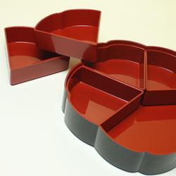 【日本製】二段オードブル重 7.5梅型花うさぎ(仕切り&タッパー付き)