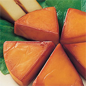 「サーモス・保温燻製器イージースモーカー」を使って燻製した「チーズ」