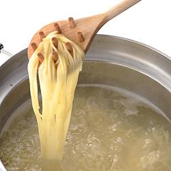ふきこぼれない対流鍋「くるめん亭」は、パスタだって吹きこぼさずに茹でてくれます!