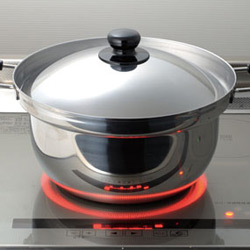 ふきこぼれない対流鍋「くるめん亭」は200V熱源にも対応!