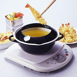 ホーロー天ぷら鍋(温度計付き)はお洒落なデザイン。