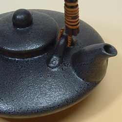 黒じょかとおちょこ(2盃)セットは桜島をイメージ。