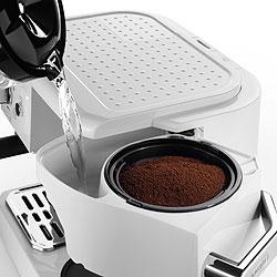 デロンギ エスプレッソ&ドリップコーヒーメーカーは、紙フィルター不要でエコ&経済的!