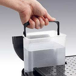 デロンギ エスプレッソ&ドリップコーヒーメーカーは、給水だって前面からできる!