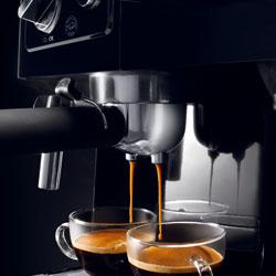 デロンギ エスプレッソ&ドリップコーヒーメーカーのパウダー専用ホルダーを使えば、2杯同時にエスプレッソ抽出OK!