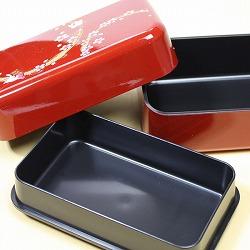 【日本製】和風 2段 お弁当箱・箸&ベルト付き(桜&市松・黒)は、2段式のお弁当箱です。