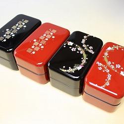 【日本製】和風 2段 お弁当箱・箸&ベルト付き(桜&市松・黒)は、赤と黒のお好きなカラーが選べます。