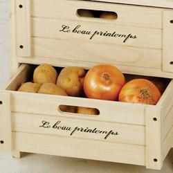 桐製・収納3段ボックス(チェスト)は、野菜がしっかり収納できます。